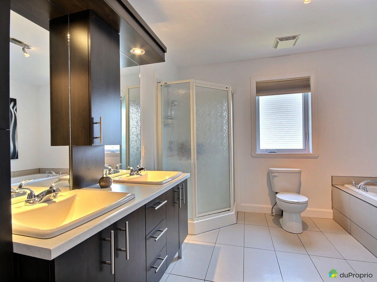 Maison vendre st j r me 124 rue guay immobilier qu bec for Accessoire salle de bain st jerome