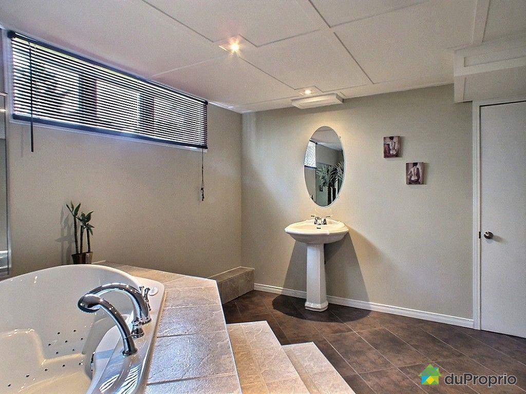 Maison vendre st raphael 15 avenue chanoine audet for Plomberie salle de bain au sous sol