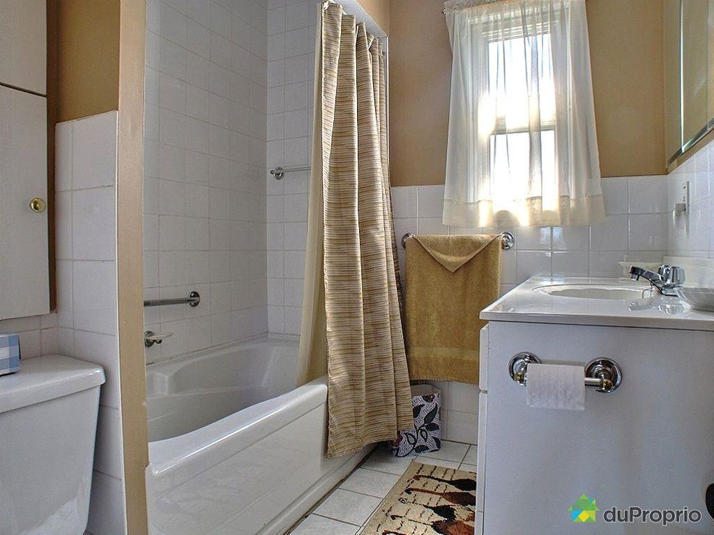 Salle-de-bain-maison-a-vendre-ste-madeleine-de-la-riviere-madeleine