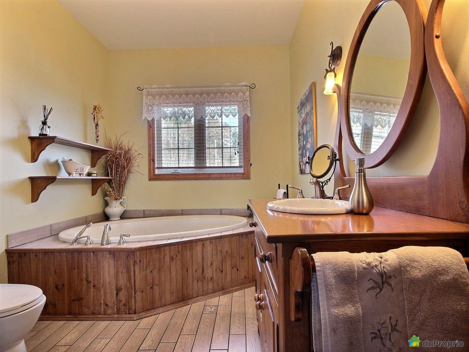 Bungalow sur lev vendre val des bois 143 chemin - Echelle salle de bain en bois ...