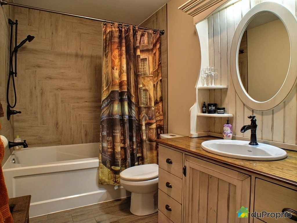 Salle de bain rustique avec douche – lombards