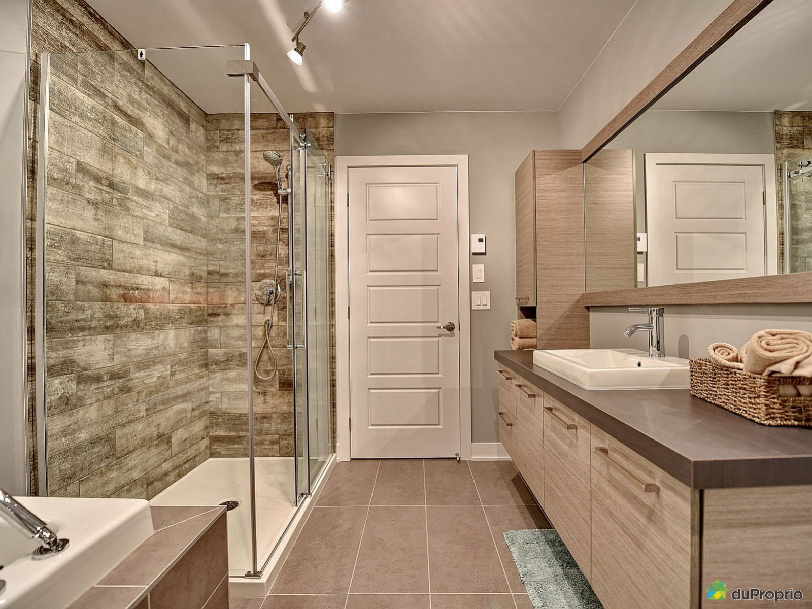 Maison neuve vendre chomedey 940 boulevard jarry for Projet salle de bain
