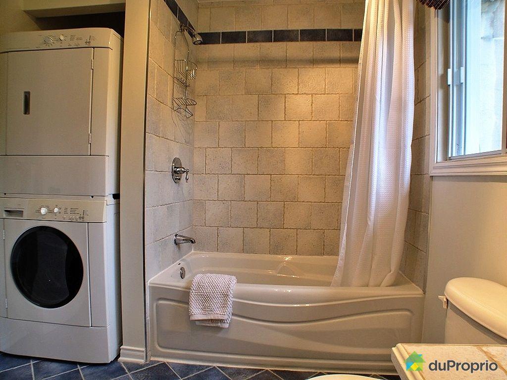 #A26E29 Maison Vendu Montréal Immobilier Québec DuProprio 363979 2649 petite salle de bain avec laveuse secheuse 1024x768 px @ aertt.com