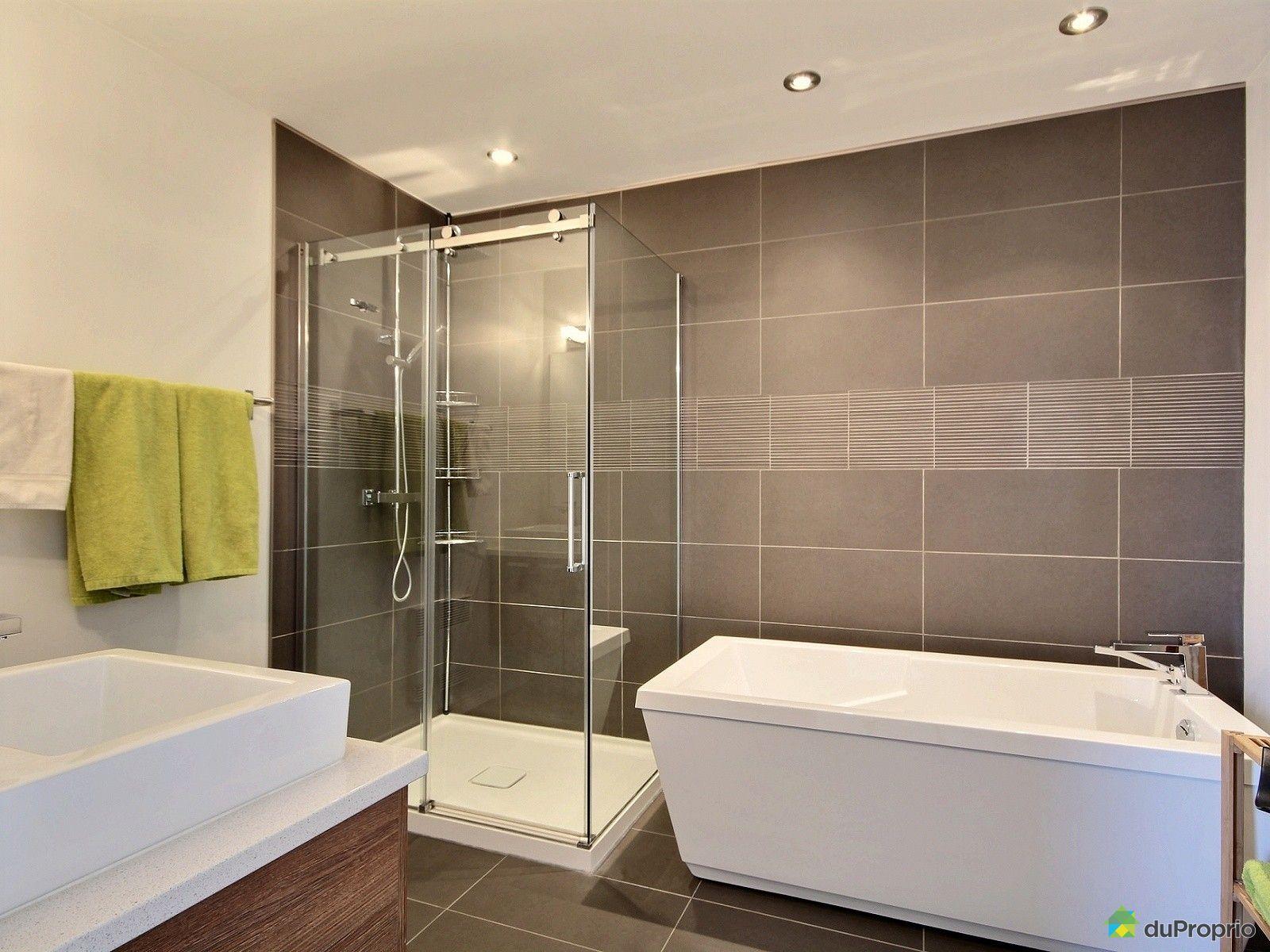 #90833B Maison Vendu Montréal Immobilier Québec DuProprio 576425 2729 petite salle de bain grande douche 1600x1200 px @ aertt.com