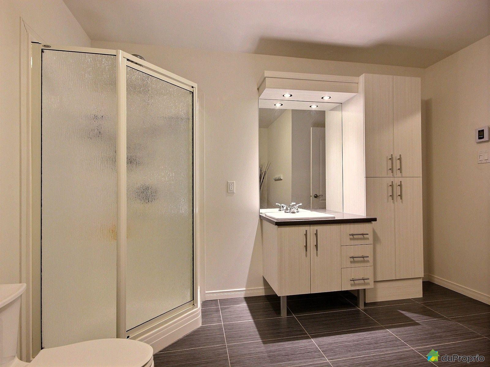 Maison vendre st j r me 133 rue guay immobilier qu bec for Accessoire salle de bain st jerome