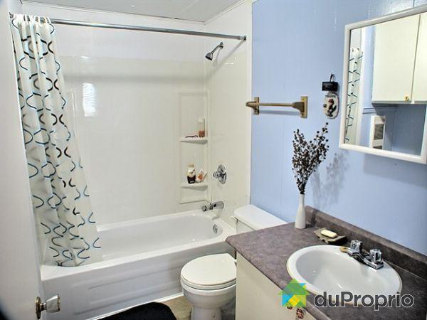 Maison vendu rock forest immobilier qu bec duproprio for Salle de bain mobile