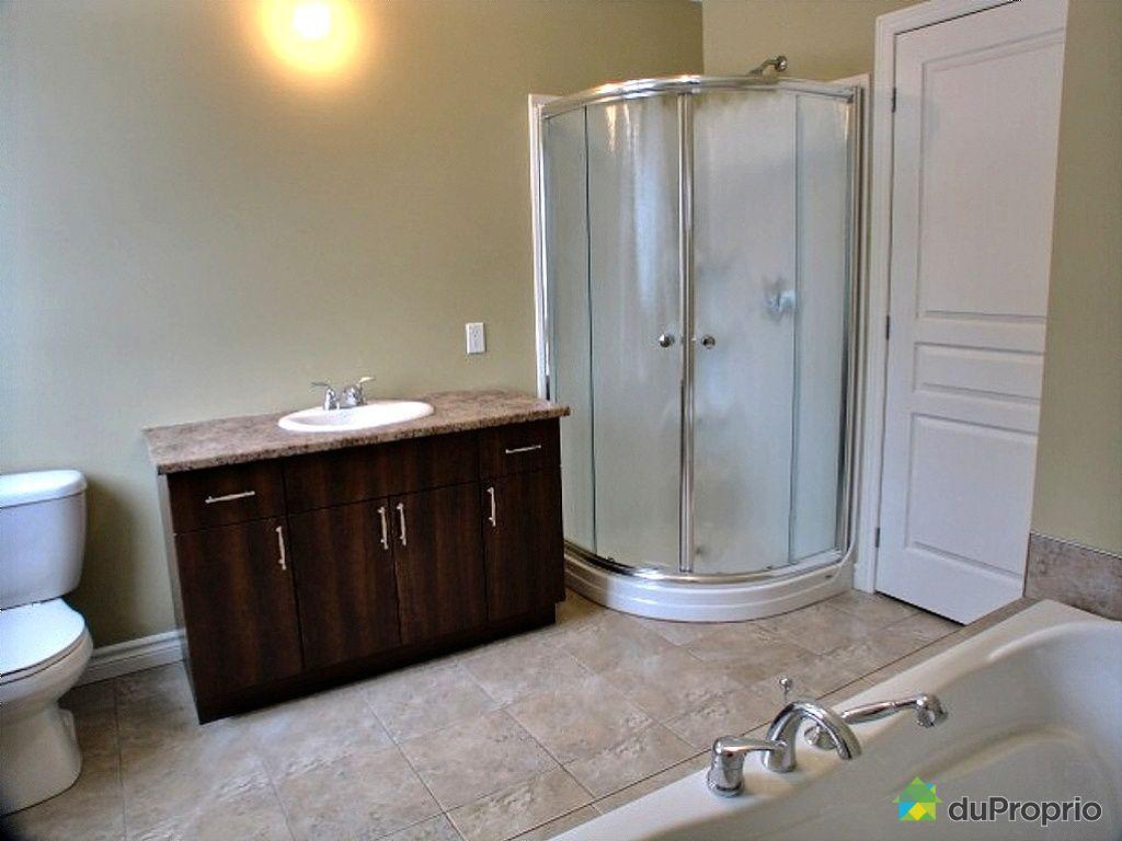 Maison neuve vendu st tienne de lauzon immobilier qu bec for Salle de bain saint etienne
