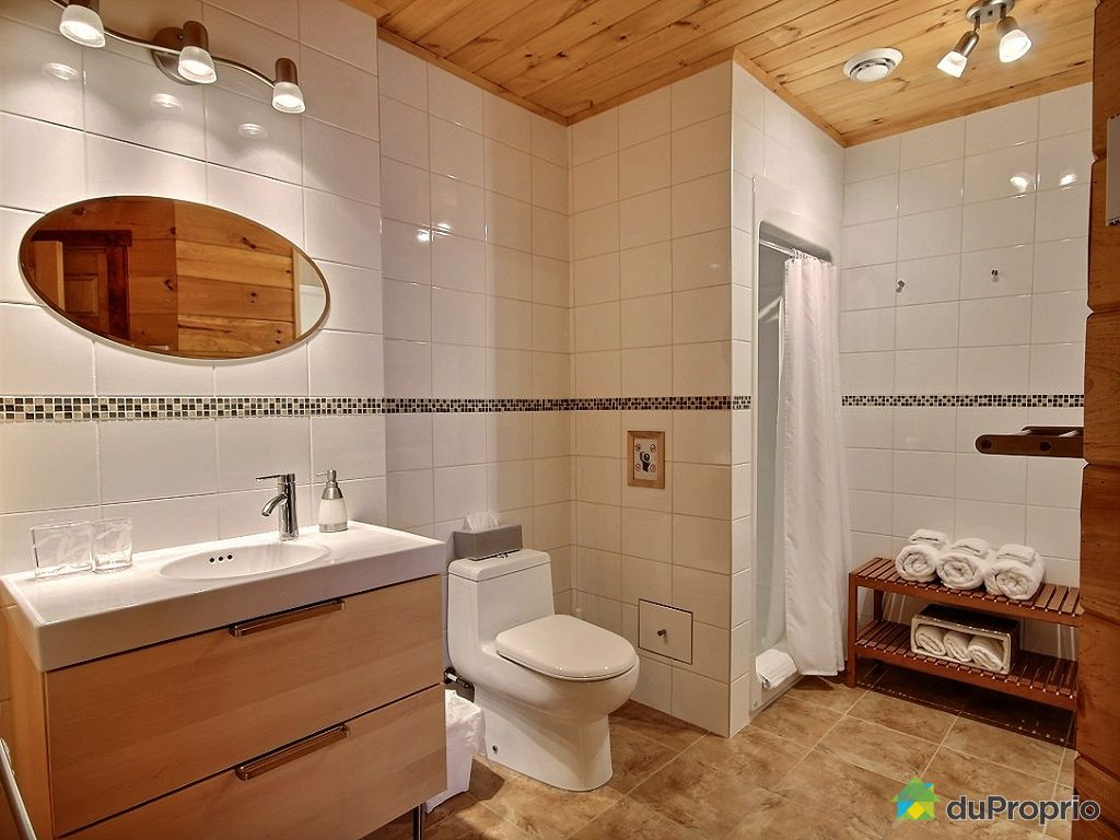 Salle de bain ardoise et bambou avec des for Salle de bain bois et ardoise