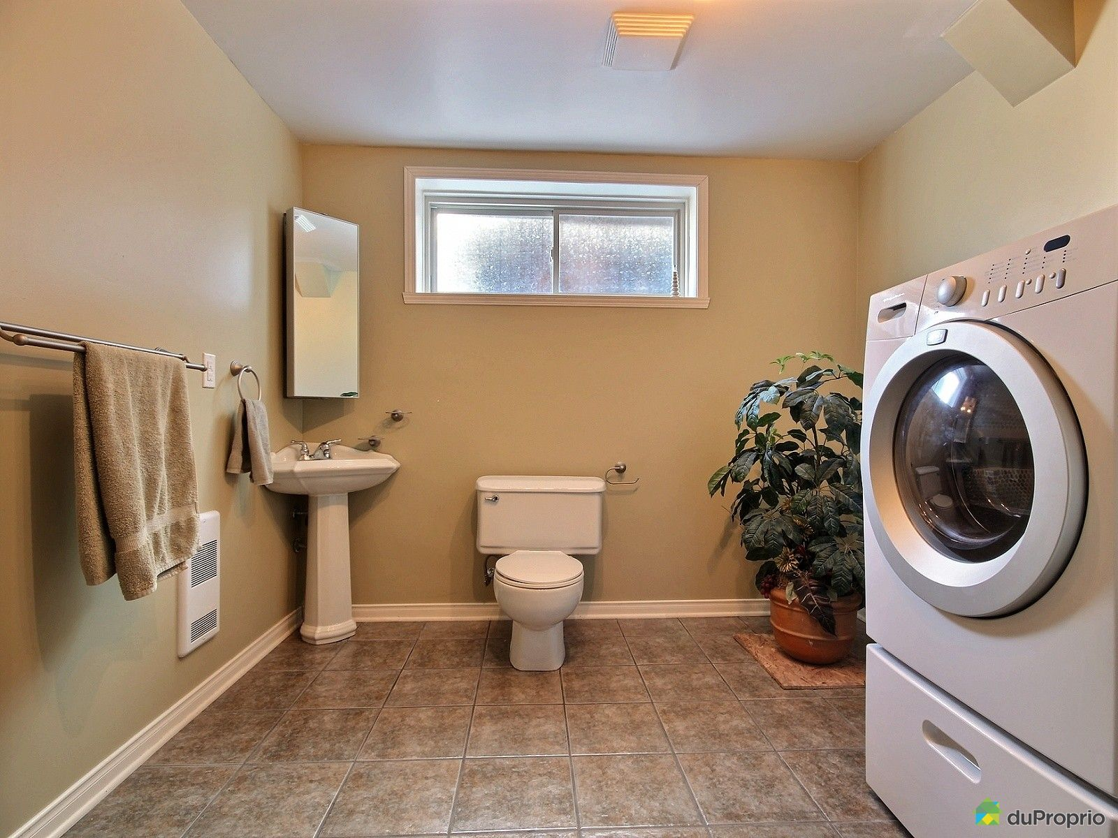 Maison vendu st jean sur richelieu immobilier qu bec for Salle de bain sous sol sans fenetre