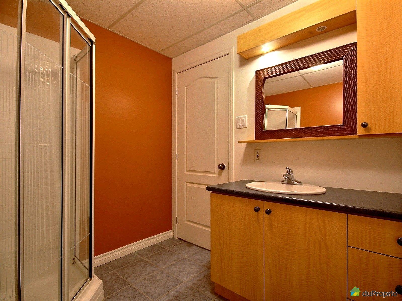 Maison vendre st j r me 1017 rue albert camus for Accessoire salle de bain st jerome