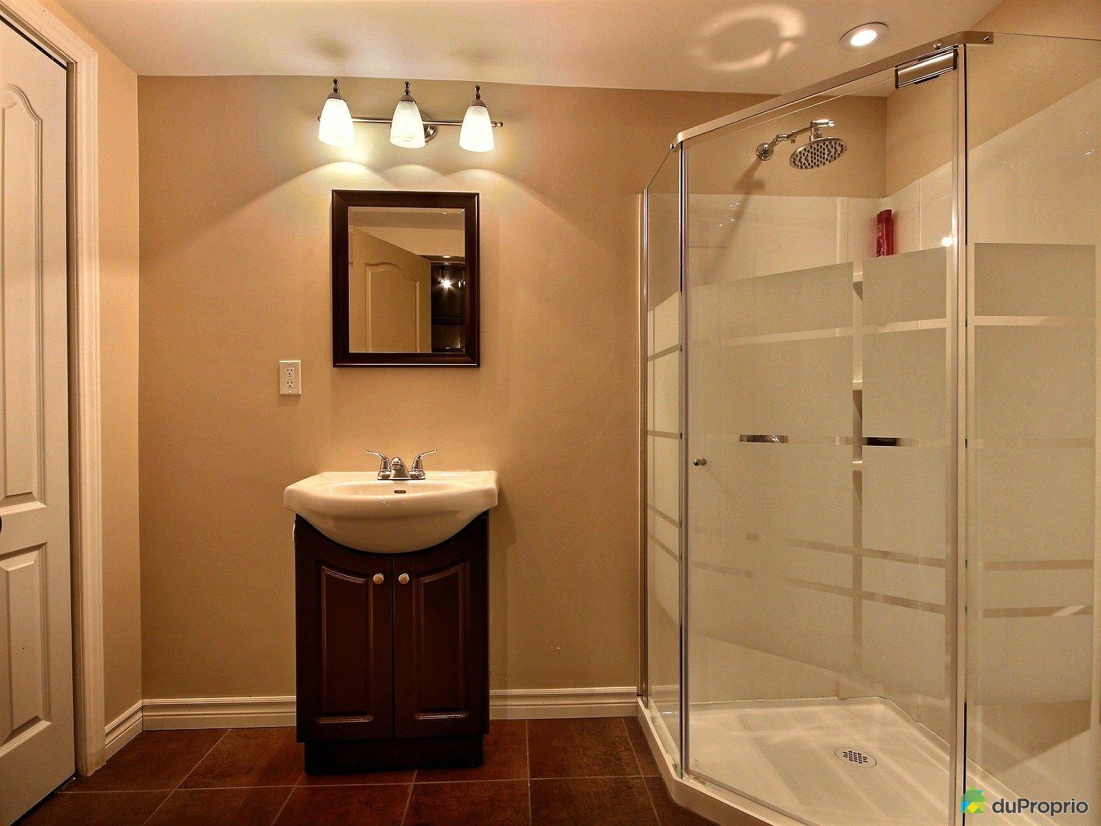 Maison vendu ste anne des plaines immobilier qu bec for Plomberie sous sol salle de bain