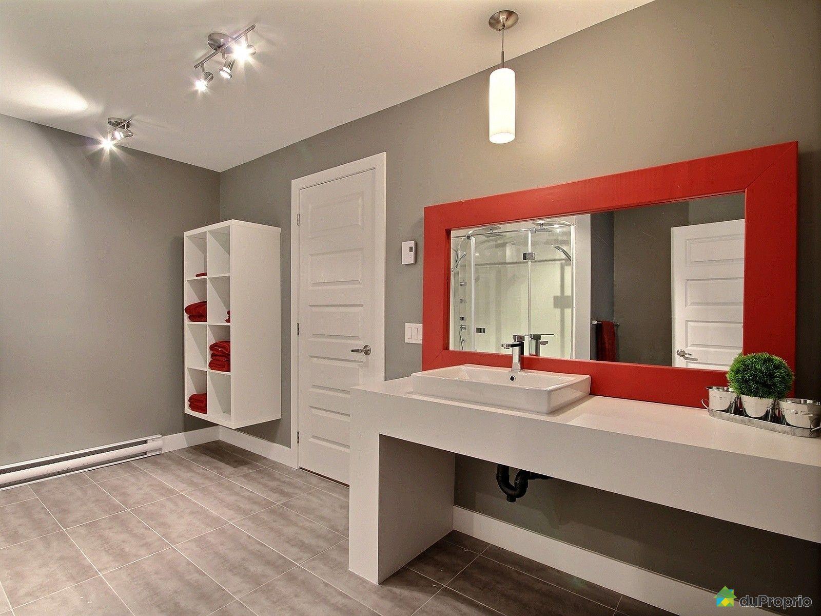 Maison vendu ste brigitte de laval immobilier qu bec for Plomberie sous sol salle de bain