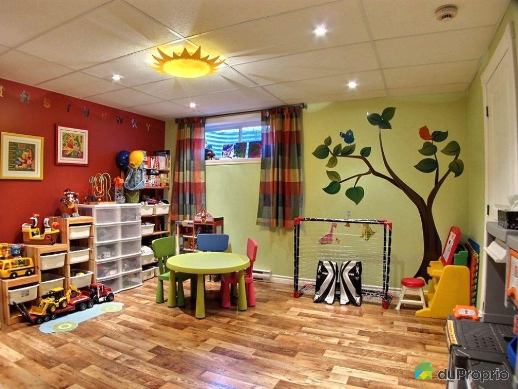 salle de jeux maison maison geek salle de jeux 1 tuxboard d co salle de jeux maison salle jeu. Black Bedroom Furniture Sets. Home Design Ideas