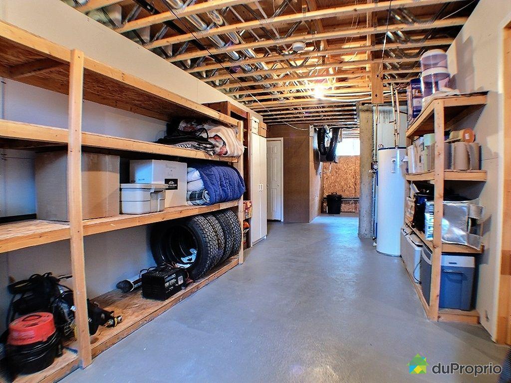 bungalow sur lev vendu ste agathe des monts immobilier. Black Bedroom Furniture Sets. Home Design Ideas
