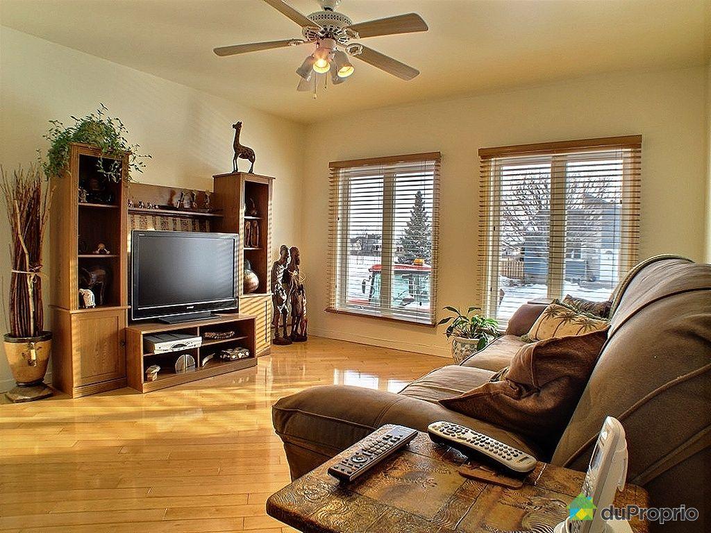 Maison vendu ste julie immobilier qu bec duproprio 390338 for Salle de sejour