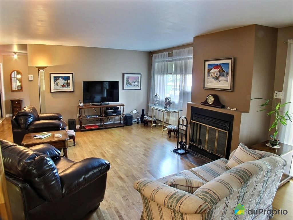 201 800 rue des tilleuls st bruno de montarville vendre duproprio. Black Bedroom Furniture Sets. Home Design Ideas