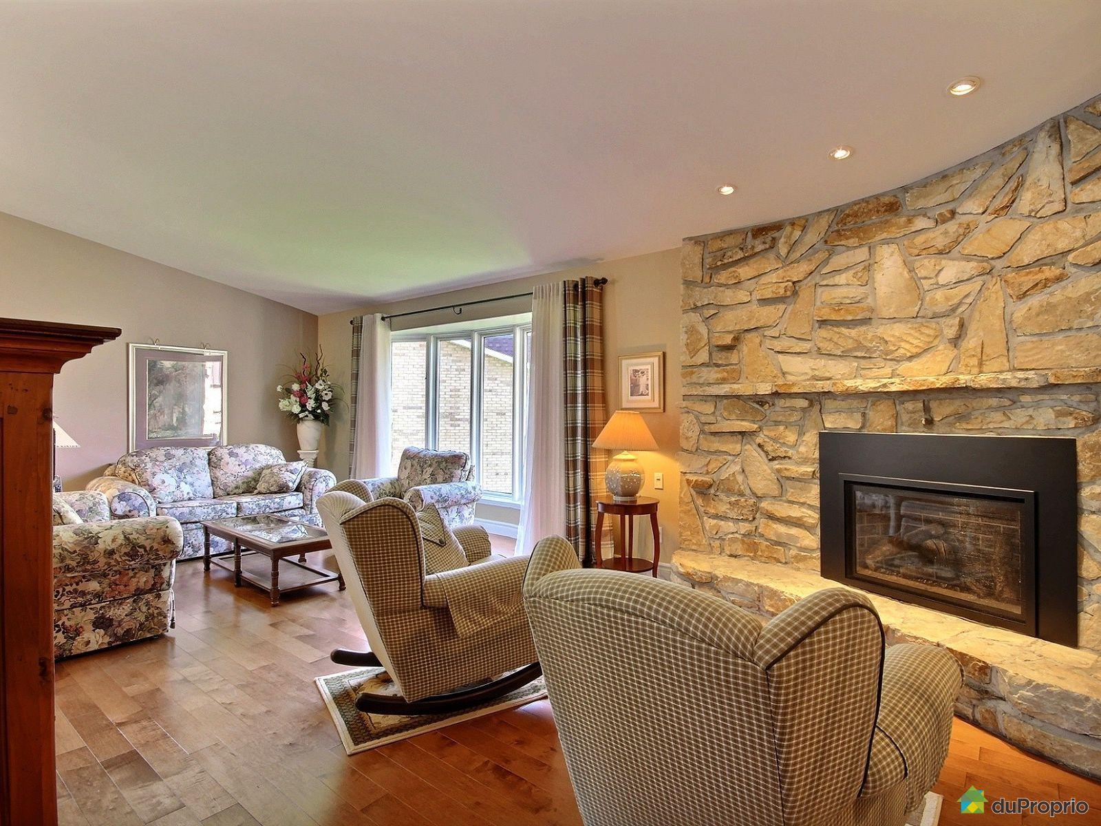 Maison vendre brossard 1720 croissant su de immobilier for Acheter maison suede
