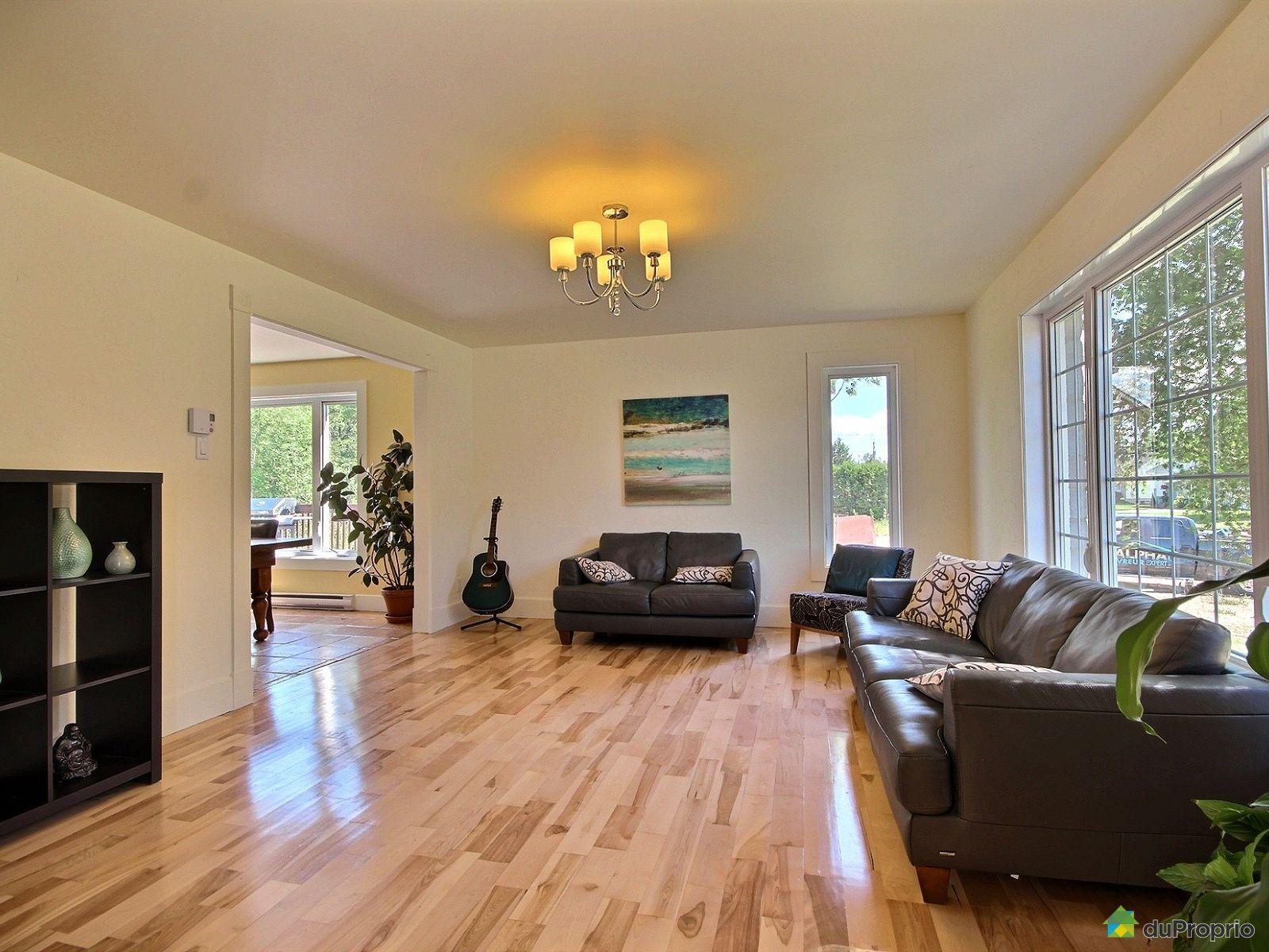 maison vendre nd du mont carmel 4740 rue jean immobilier qu bec duproprio 715258. Black Bedroom Furniture Sets. Home Design Ideas