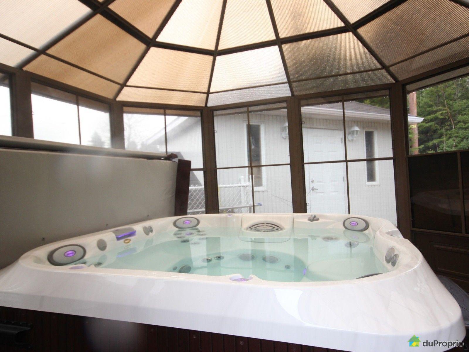 Maison vendre chicoutimi 761 croissant rabelais for Chauffe eau piscine hors terre prix