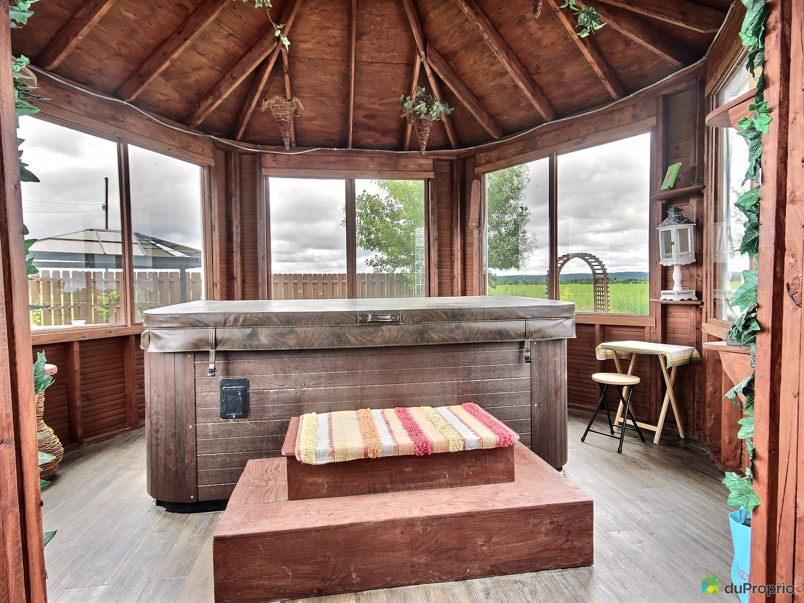 maison vendre h bertville 901 2e rang immobilier. Black Bedroom Furniture Sets. Home Design Ideas