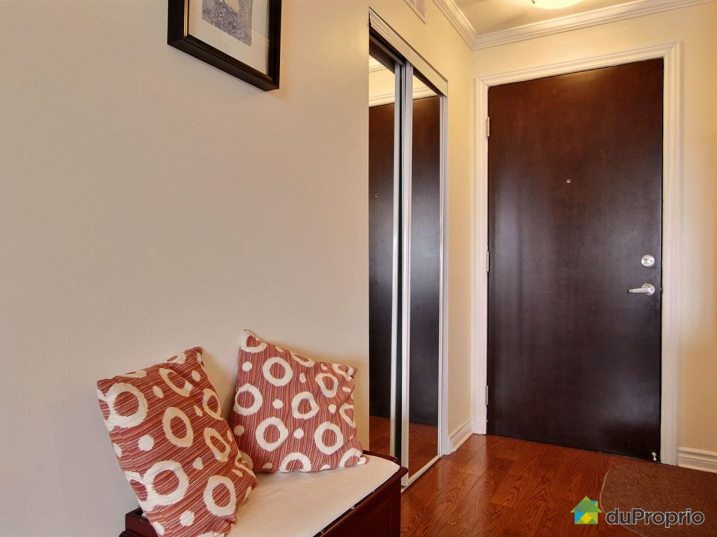 Suite Entrance With Wardrobe For Jackets And Shoes